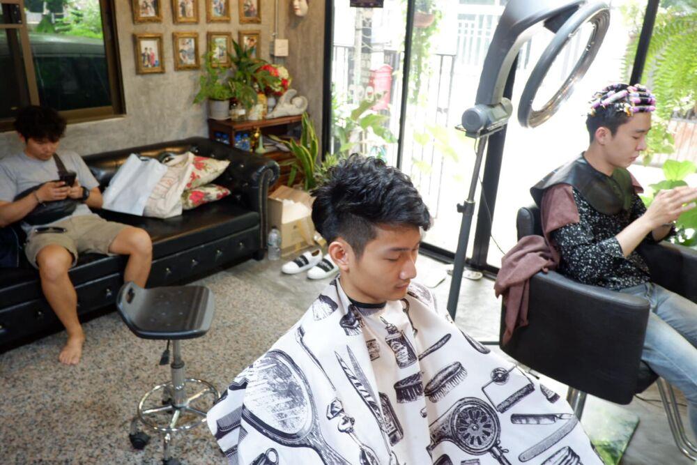 Mond hair cut