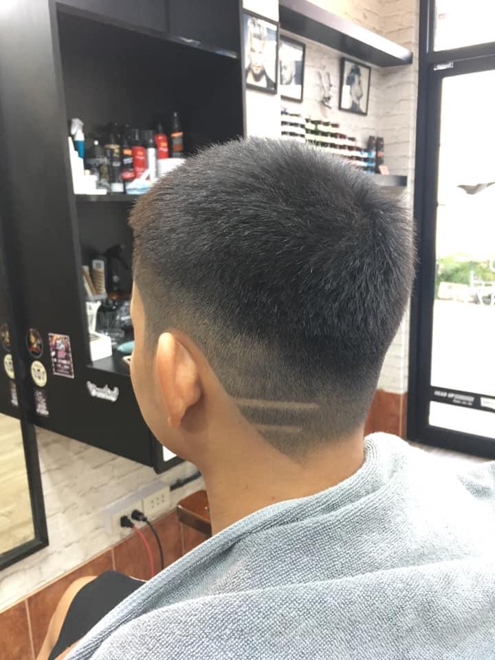 Tonyha barber